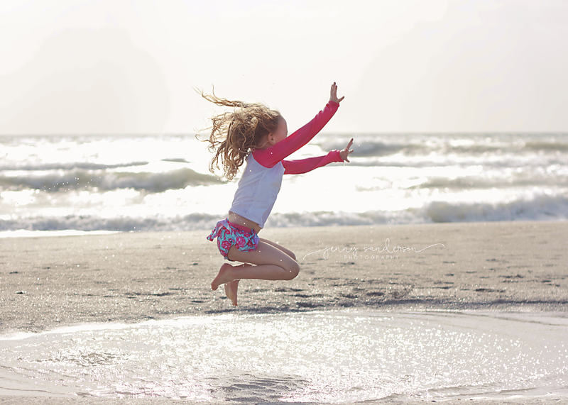 2016 what to wear for a beach photo shoot, kid jumping on the beach, best photographer Park Ridge, IL