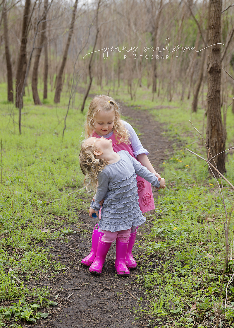 Sister pose, spring photo shoot, best Park Ridge, IL photographer