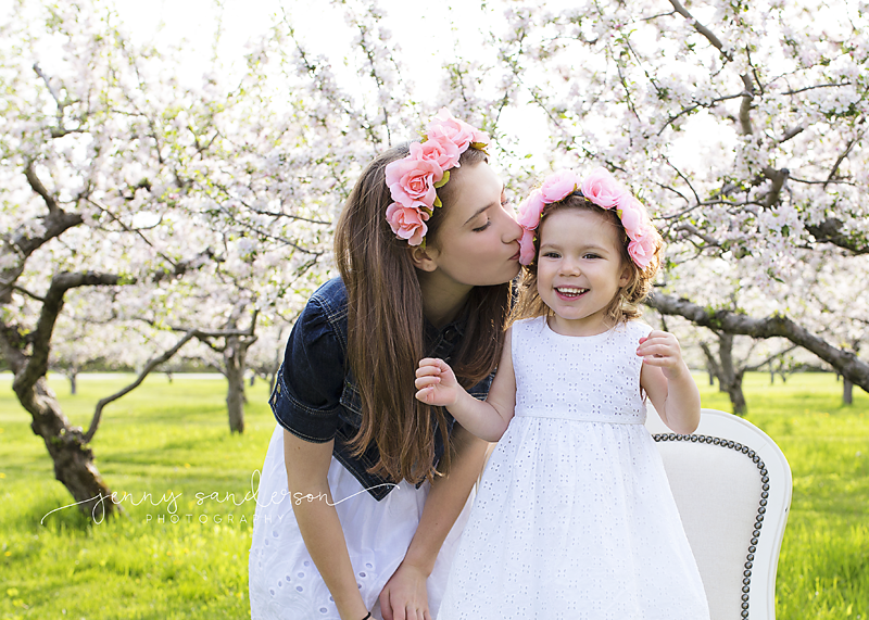 what to wear for spring photo shoot, apple blossoms, sister poses, best child and family photographer in Park Ridge, IL